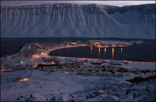 The-Picturesque-Town-of-Ísafjörður-in-Iceland-001