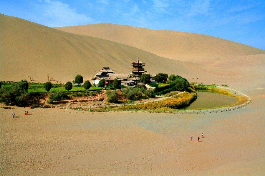 ... -Lake-Crescent-in-the-Desert-Oasis-in-China-001 - FunCageFunCage