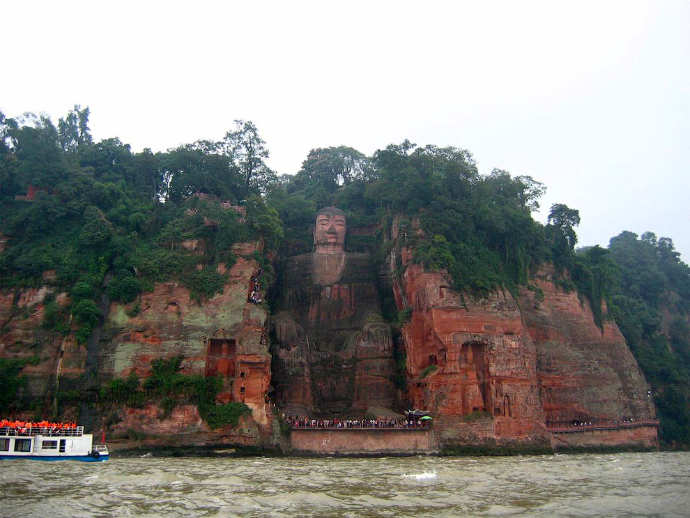 A-giant-Buddha-statue-in-Leshan-004 | FunCage
