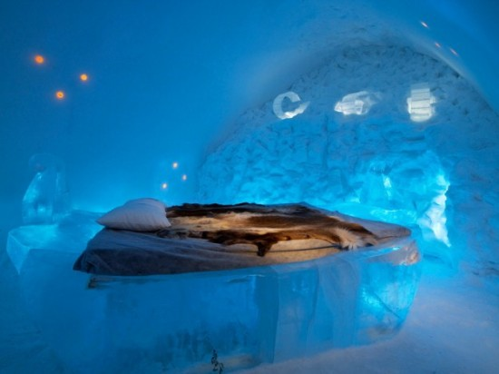 Hotel-made ​-of-ice-and-snow-in-Sweden-002