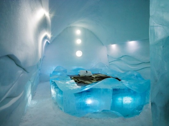 Hotel-made ​-of-ice-and-snow-in-Sweden-004