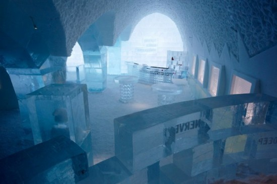 Hotel-made ​-of-ice-and-snow-in-Sweden-009