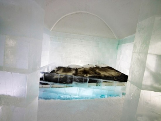 Hotel-made ​-of-ice-and-snow-in-Sweden-013