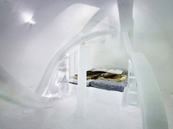 Hotel-made ​-of-ice-and-snow-in-Sweden-019