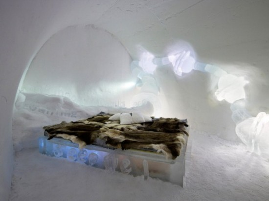 Hotel-made ​-of-ice-and-snow-in-Sweden-020