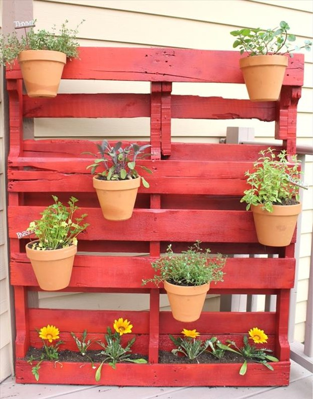 Amazing uses for old pallets 006 funcage for Uses for used pallets