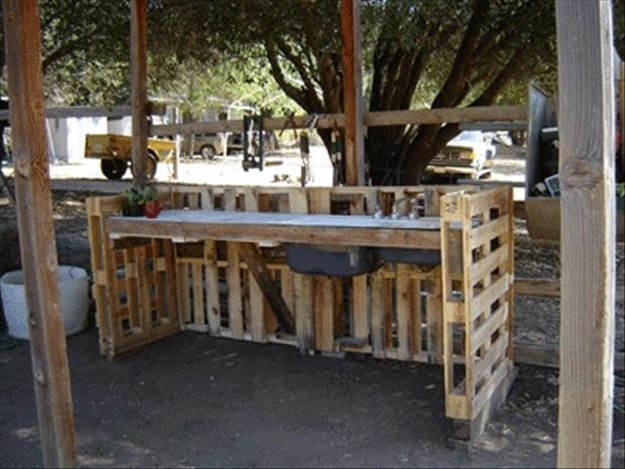 Amazing uses for old pallets 018 funcage for Uses for used pallets