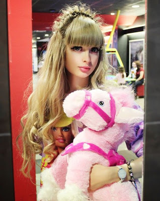 The-Human-Barbie-Doll-031