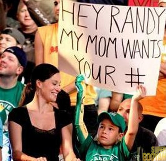 WWE-Funny-Fan-Signs-002