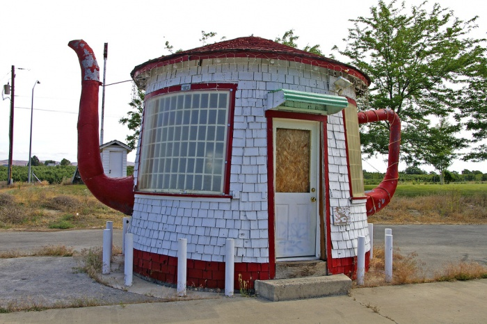 15 weirdest houses ever built 008 funcage for Who invented houses