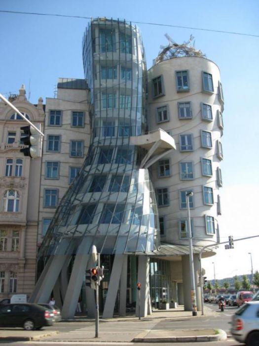 Dancing Building in Prague, Czech Republic1