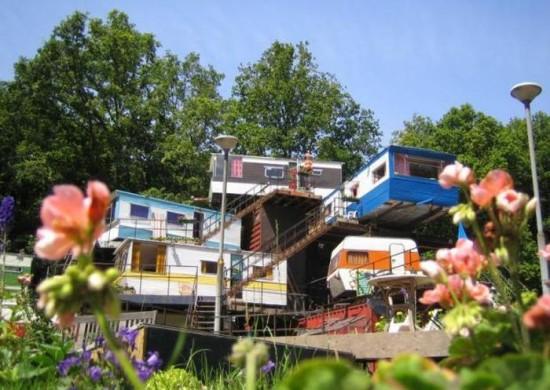 Redneck Mansion in Openlucht Theater, Amsterdam1