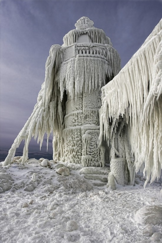 beautiful photos of frozen lighthouses on lake michigan 9. Black Bedroom Furniture Sets. Home Design Ideas