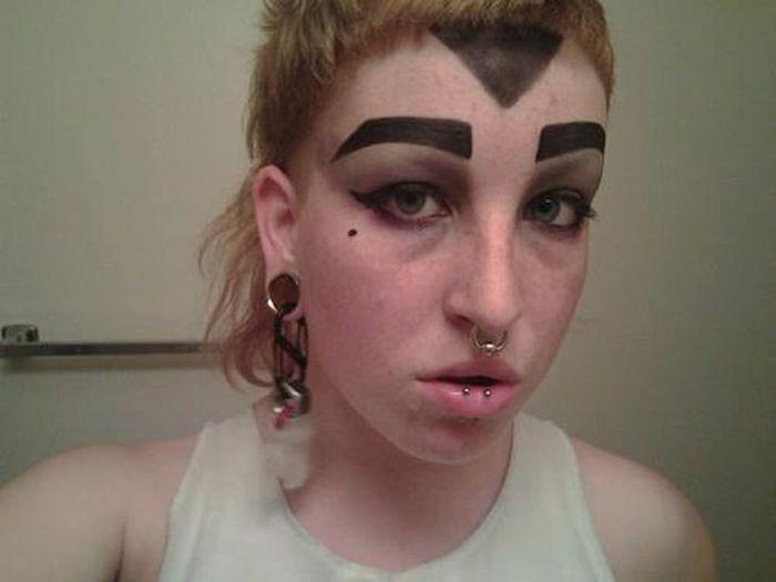 34-Scary-and-Weird-eyebrows-024.jpg