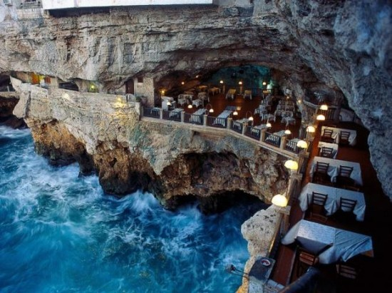 An Amazing Restaurant on The Edge of a Cliff in Italy 001