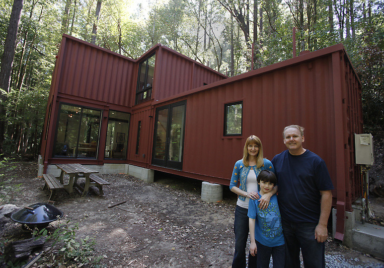 Awesome Homes Made From Shipping Containers 005