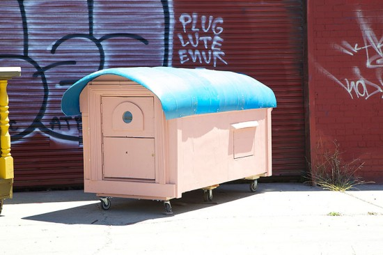 Artist Gregory Kloehn Creates Home For Homeless From Garbage 007