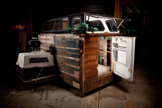 Artist Gregory Kloehn Creates Home For Homeless From Garbage 015