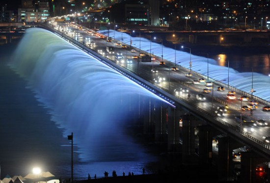 Banpo Bridge Fountain, Seoul, South Korea