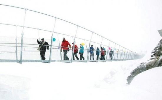 The-highest-suspension-bridge-in-Europe-002