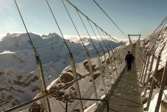 The-highest-suspension-bridge-in-Europe-005
