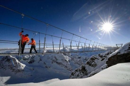The-highest-suspension-bridge-in-Europe-008