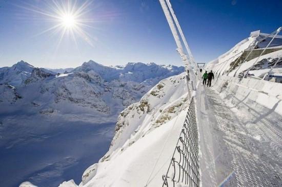 The-highest-suspension-bridge-in-Europe-009