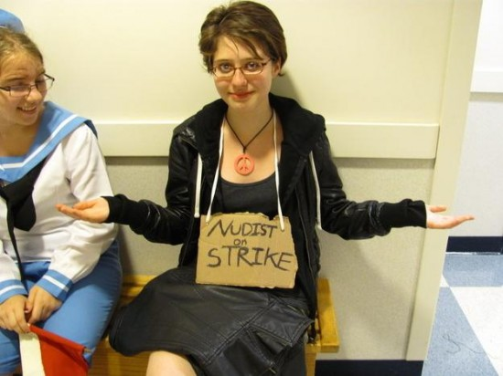 16-Last-Minute-Halloween-Costumes-for-Lazy-People-013