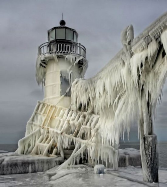 Awesome-Ice-Covered-Lighthouses-001