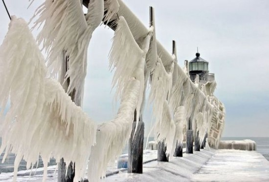 Awesome-Ice-Covered-Lighthouses-002