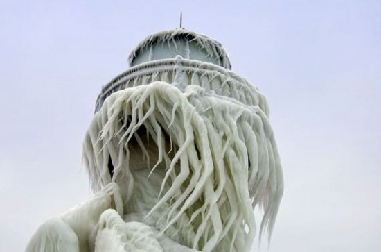 Awesome-Ice-Covered-Lighthouses-003