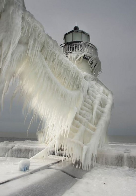 Awesome-Ice-Covered-Lighthouses-004