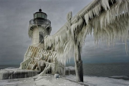 Awesome-Ice-Covered-Lighthouses-005