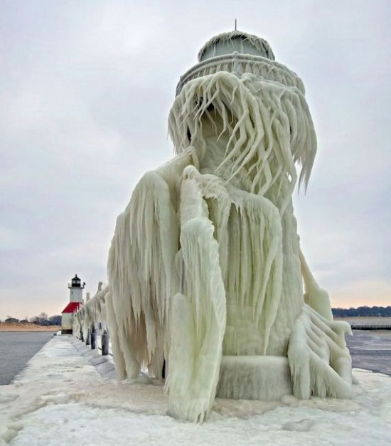 Awesome-Ice-Covered-Lighthouses-008