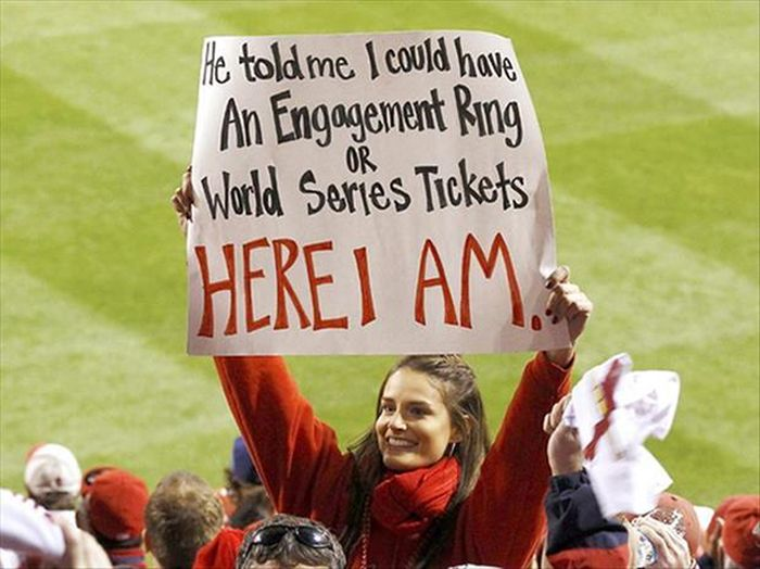 24 Funny and good sporting event signs 003