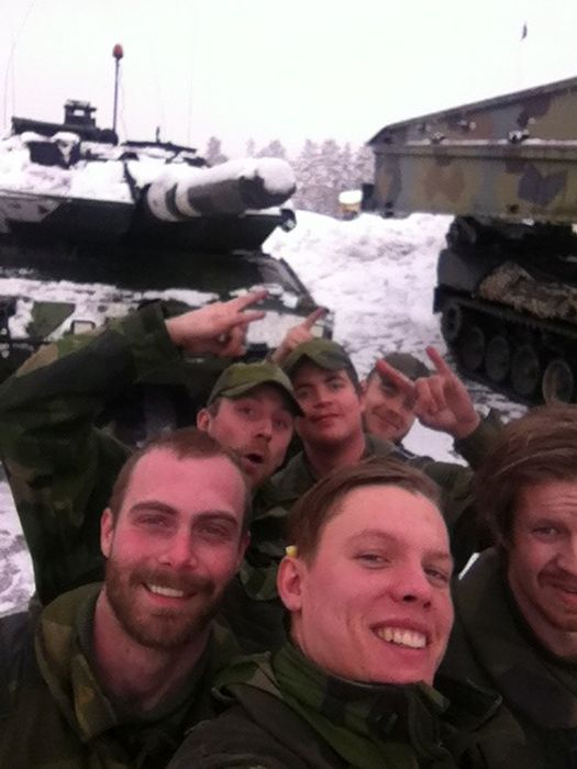 Soldiers from different armies take selfies 003
