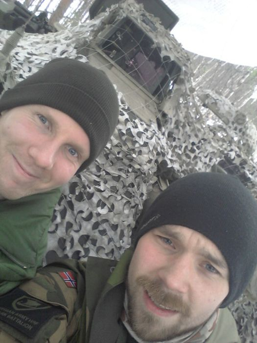 Soldiers from different armies take selfies 005