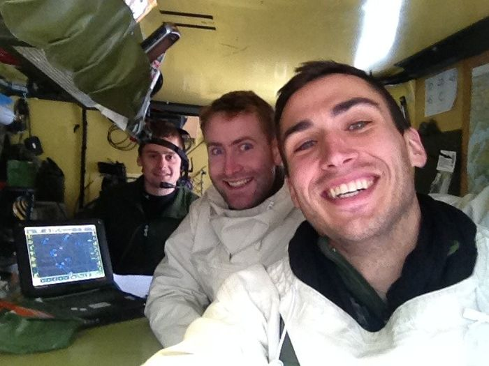 Soldiers from different armies take selfies 007