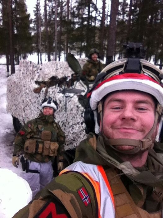 Soldiers from different armies take selfies 008