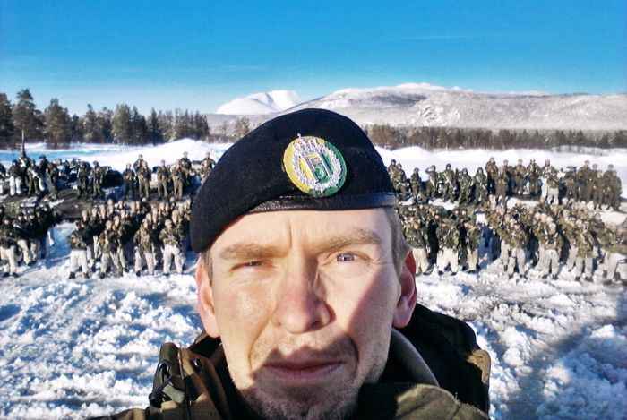 Soldiers from different armies take selfies 013