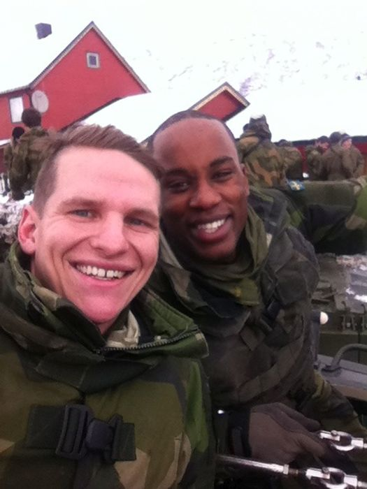 Soldiers from different armies take selfies 015