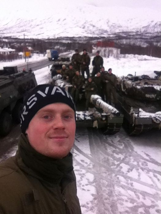 Soldiers from different armies take selfies 016