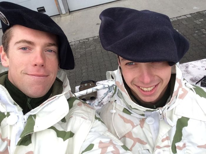 Soldiers from different armies take selfies 018