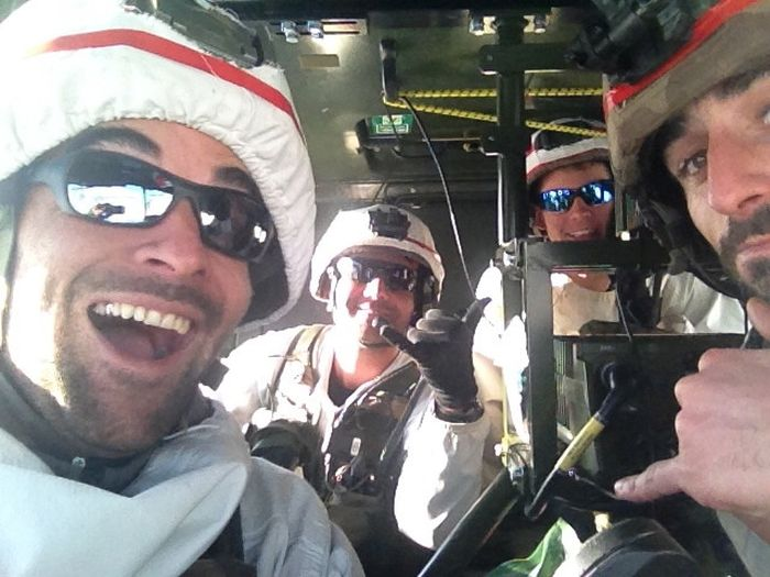 Soldiers from different armies take selfies 029