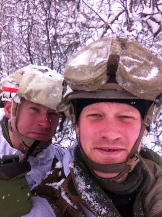 Soldiers from different armies take selfies 032