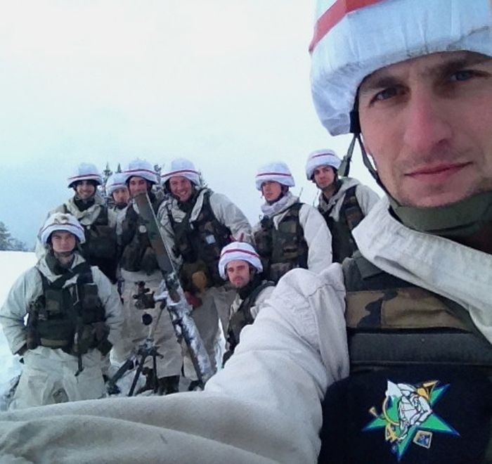 Soldiers from different armies take selfies 035