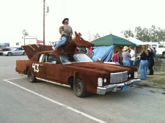 36 Crazy and Hilarious Car Pics 033