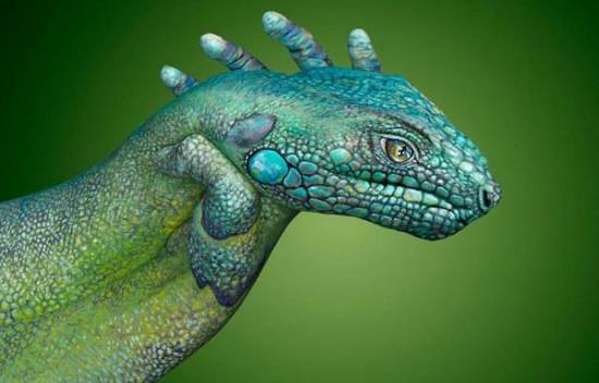 Iguana hand painting