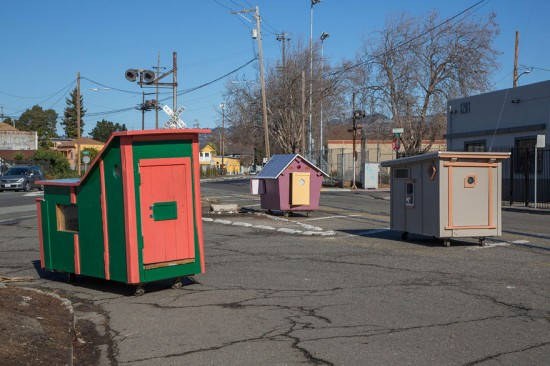 Artist Gregory Kloehn Creates Home For Homeless From Garbage 002
