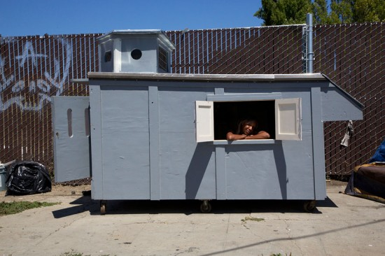 Artist Gregory Kloehn Creates Home For Homeless From Garbage 006
